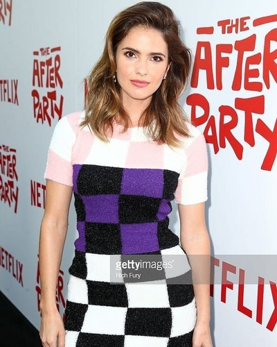 Shelley Hennig fondo de pantalla entitled Shelley