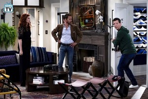 Will and Grace - Episode 10.02 - Where In The World Is Karen Walker - Promotional fotos