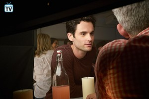 """You """"Maybe"""" (1x03) promotional picture"""
