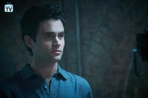 """You """"The Last Nice Guy in New York"""" (1x02) promotional picture"""