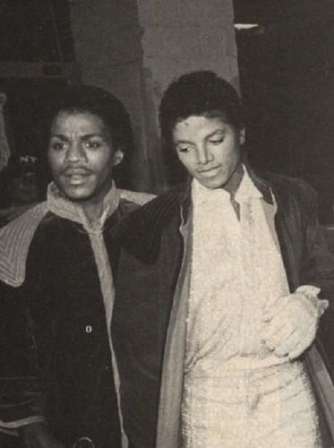 Michael Jackson Hintergrund titled Michael And Older Brother, Marlon