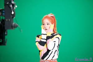 'Love Bomb' MV behind - Chaeyoung