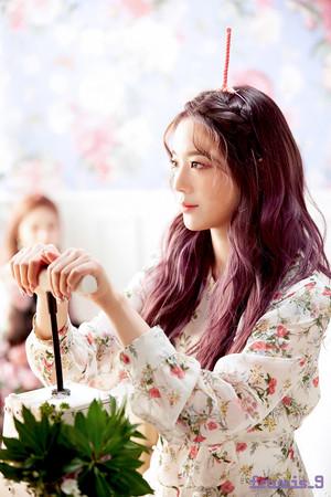 'Love Bomb' MV behind - Gyuri