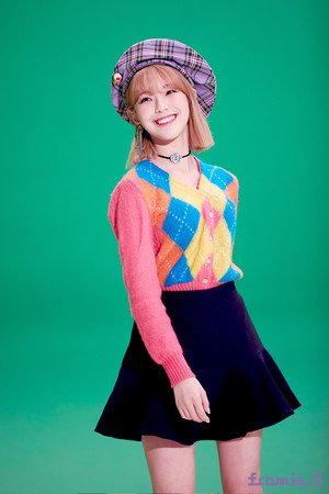 'Love Bomb' MV behind - Jiheon