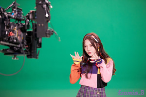 'Love Bomb' MV behind - Jisun