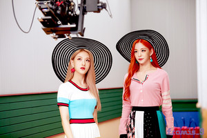 'Love Bomb' MV behind - Seoyeon & Chaeyounng