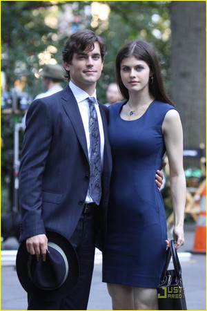 Alexandra Daddario and Matt Bomer from White 领, 衣领