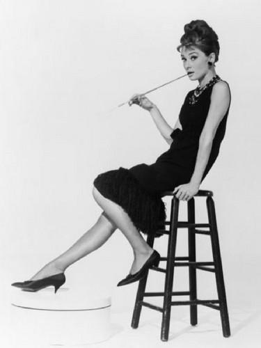 Lavendergolden Hintergrund entitled Audrey Hepburn