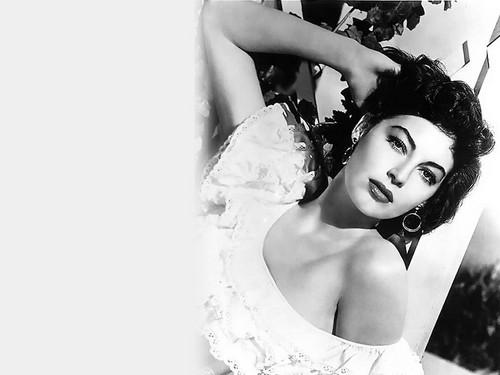 rosa blanca de york fondo de pantalla titled Ava Gardener