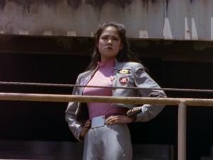 Cassie Chan In puwang kulay-rosas Ranger