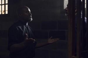Jeffrey Dean morgan as Negan in 9x08 'Evolution'