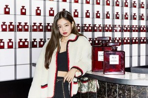 Jennie Visited CHANEL Red Museum at Gangnam Station