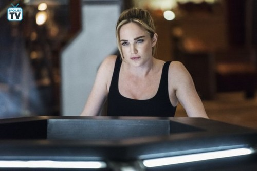 DC's Legends of Tomorrow Hintergrund entitled Legends of Tomorrow - Episode 4.03 - Dancing Queen - Promo Pics