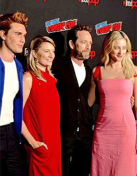 Lili Reinhart, Madchen Amick, KJ Apa and Luke Perry attend New York Comic Con on October 7, 2018