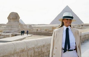 MELANIA TRUMP IN SPHINX EGYPT