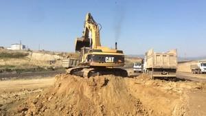 PT Amir Hajar Kilsi Cat 375 Excavator लोडिंग Trucks 343