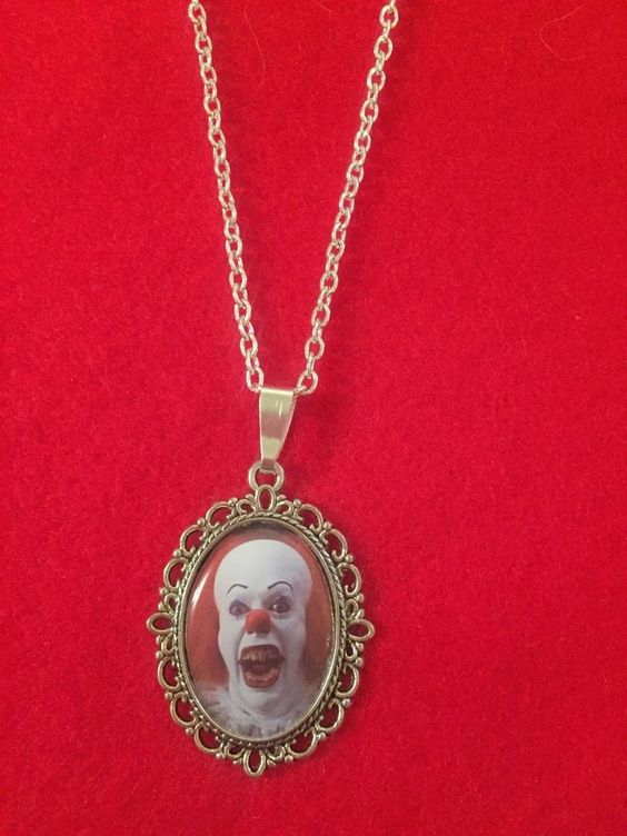 Pennywise cameo kalung