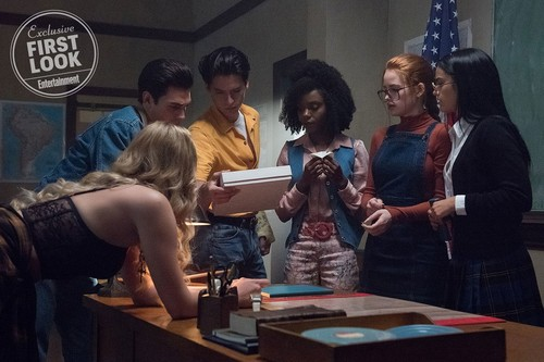 Riverdale (2017 TV series) fond d'écran called Riverdale first look: See the cast as their parents in the flashback episode