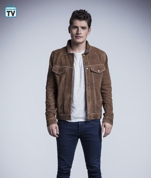 Runaways Season 2 Official Picture - Chase Stein