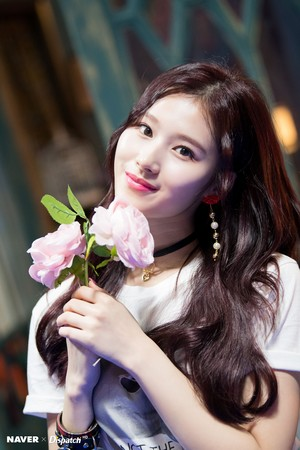 "Sana ""YES au YES"" MV Shooting kwa Naver x Dispatch"