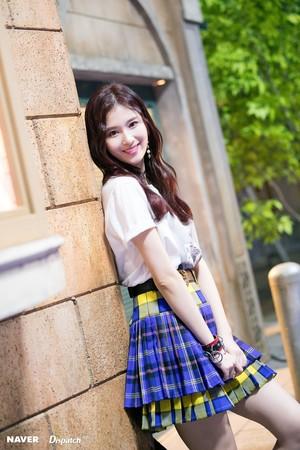 "Sana ""YES 或者 YES"" MV Shooting 由 Naver x Dispatch"