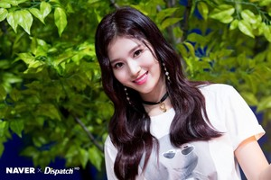 "Sana ""YES or YES"" MV Shooting por Naver x Dispatch"