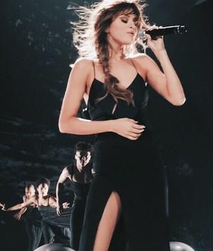 Selena aesthetics