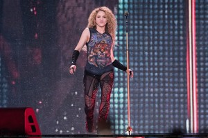 shakira performs in Londres [June 11]