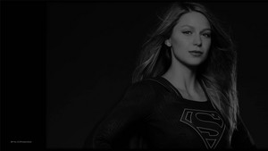 Supergirl In Black and White 2 वॉलपेपर