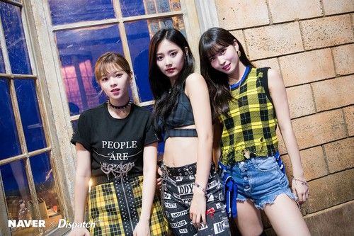 Twice (JYP Ent) wolpeyper called TWICE 'Yes or Yes' MV Shooting - Jeongyeon, Momo, Tzuyu