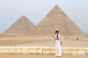 TWO PYRAMID MELANIA TRUMP IN EGYPT