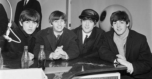 The Beatles kertas dinding titled The Beatles