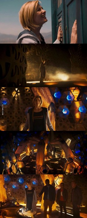 Thirteen enters new TARDIS