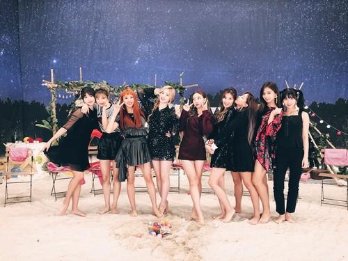 Twice (JYP Ent) wolpeyper called Twice DTNA 10.JPG