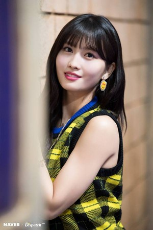 "Twice Momo ""YES or YES"" MV Shooting por Naver x Dispatch"