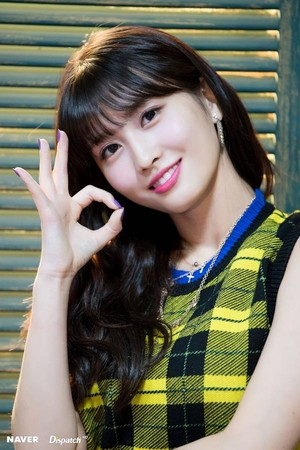"Twice Momo ""YES hoặc YES"" MV Shooting bởi Naver x Dispatch"