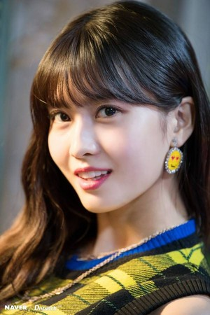 "Twice Momo ""YES au YES"" MV Shooting kwa Naver x Dispatch"