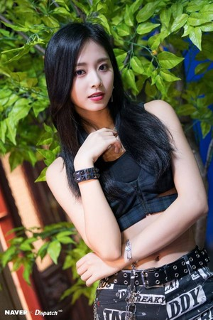 "Twice Tzuyu ""YES یا YES"" MV Shooting سے طرف کی Naver x Dispatch"