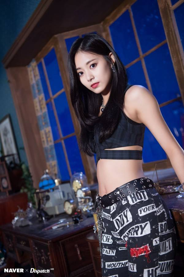 "Twice Tzuyu ""YES または YES"" MV Shooting によって Naver x Dispatch"