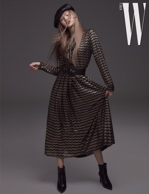 W Korea Posts BLACKPINK Lisa HQ fotos for November 2018 Issue