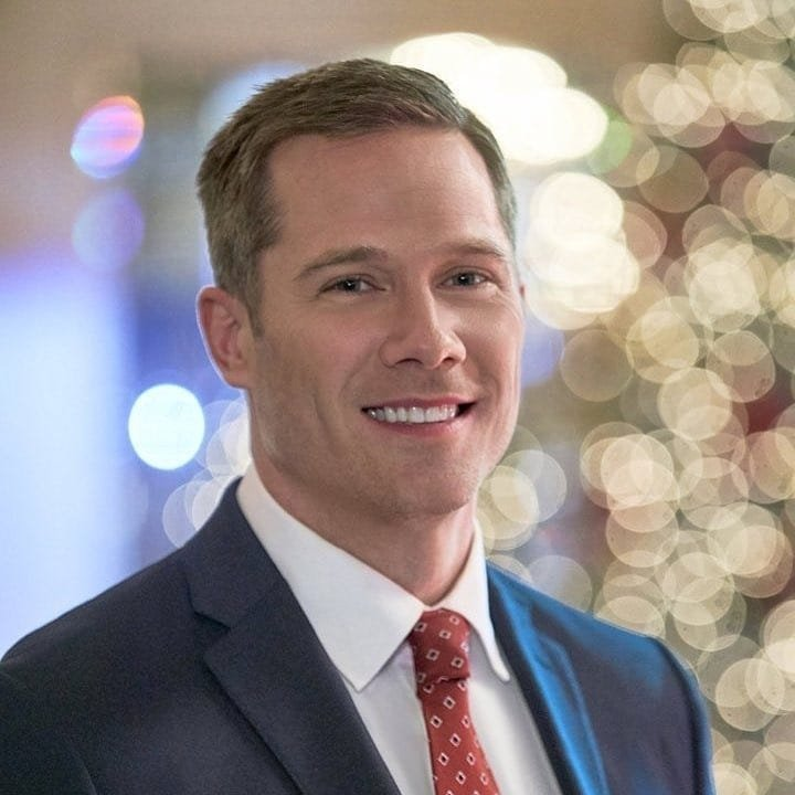 A Shoe Addicts Christmas.Movie A Shoe Addict S Christmas Luke Macfarlane Photo