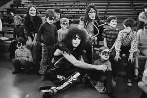 চুম্বন ~Cadillac, Michigan October 9-10, 1975