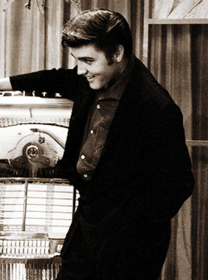 Elvis at the Wink Martindale's Teenage Dance Party tampil (June 16, 1956)