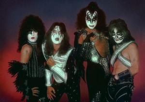 চুম্বন (NYC) June 1, 1977