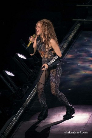 shakira performs in Esch-Sur-Alzette (June 19)