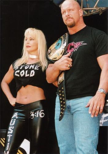 Bekas Diva WWE... Debra kertas dinding entitled With Steve Austin
