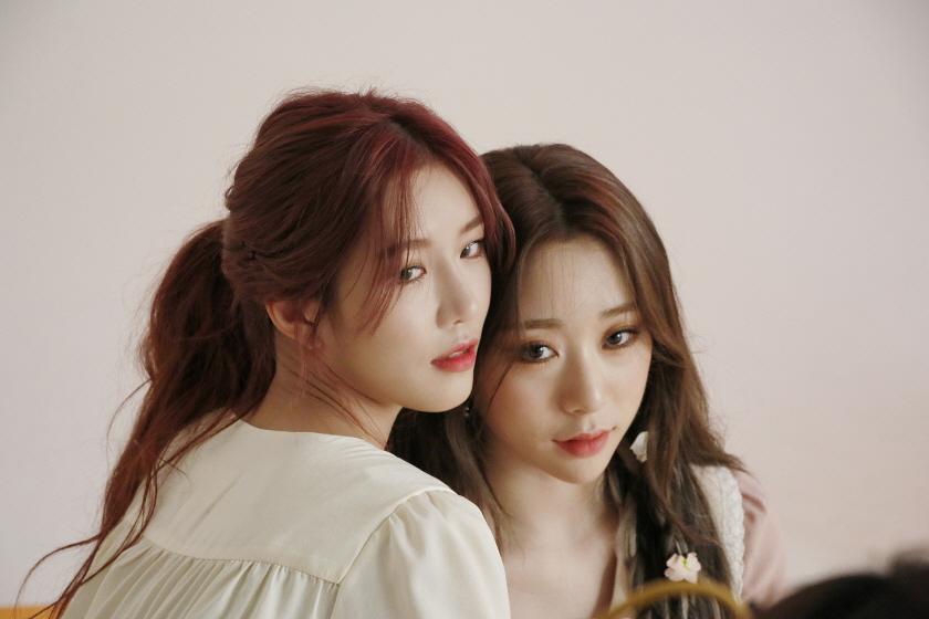 WJ Stay?' jacke behind - Dawon and Yeonjung - Cosmic Girls