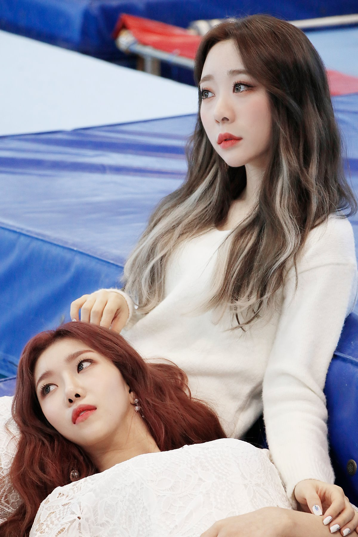 WJ Stay?' jaket behind - Dawon and Yeonjung - Cosmic Girls