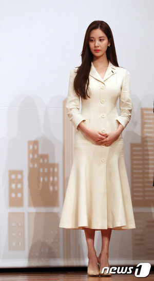181030 Seohyun receiving The Prime Minister Citation