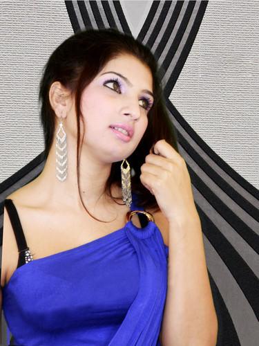 divya bharti wallpaper titled 3bb37f41b4c2f86e62802771c5271cc0